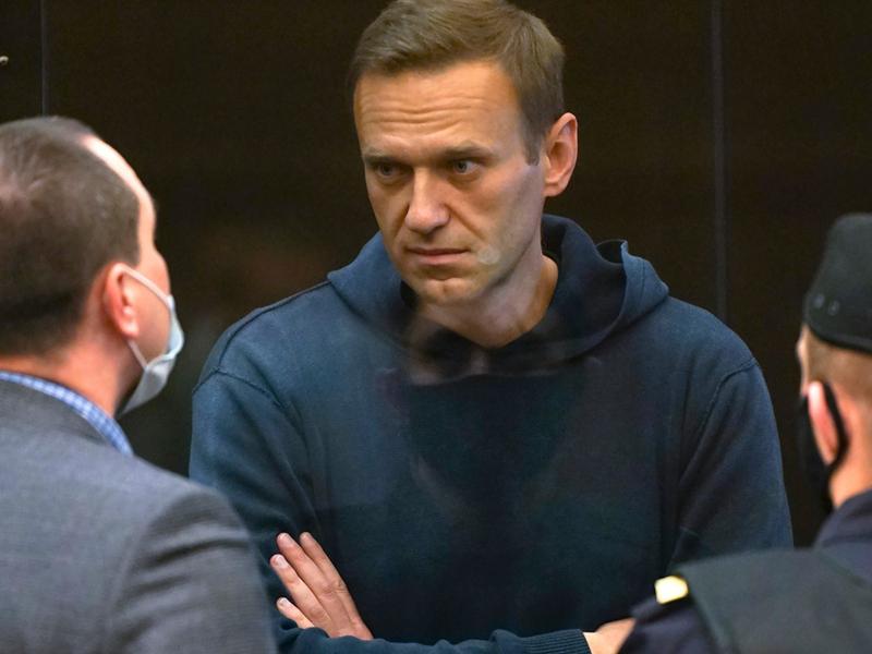 Россия АҚШдан қўрқдими? Навальний шифохонага кўчирилади