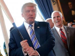 Оқ уй Tрампга қарши бўлганларнинг рўйхатини тузмоқда