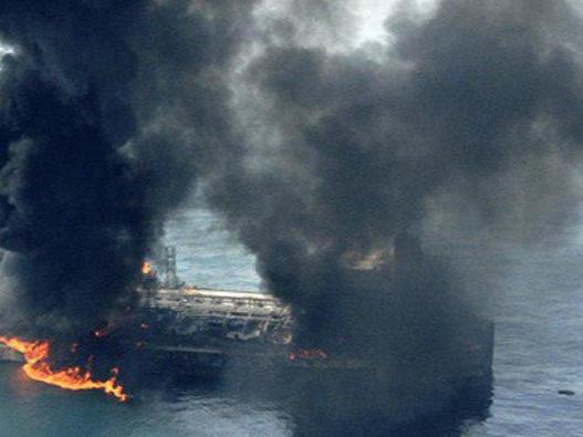 БААда еттита нефт танкерида портлаш юз берди