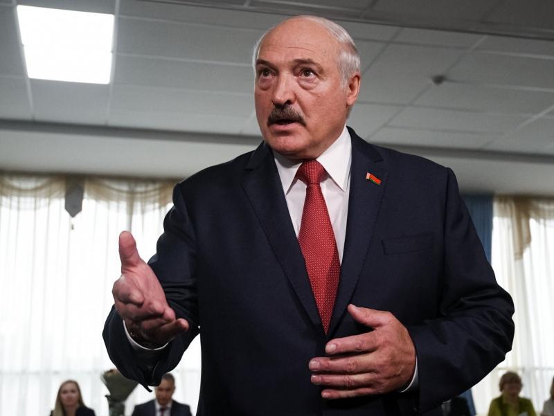"Лукашенко: ""Коронавирус энг кучлиларнинг дунёни урушсиз бўлиб олишга уриниши эмасми?"""