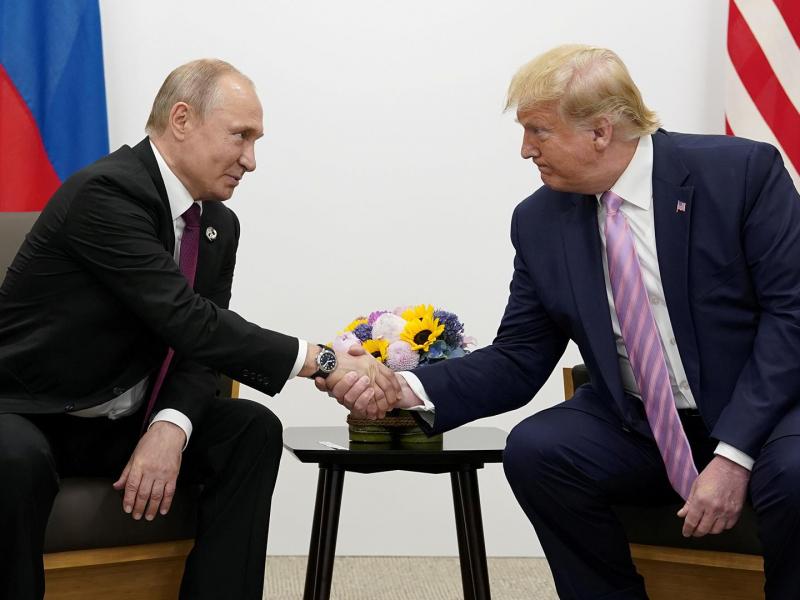 1 ярим соатлик музокараларда Трамп Путиндан АҚШдаги сайловларга аралашмасликни сўради
