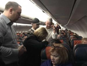 РФ соғлиқни сақлаш вазири самолётда ўзбекистонлик аёлга ёрдам кўрсатди