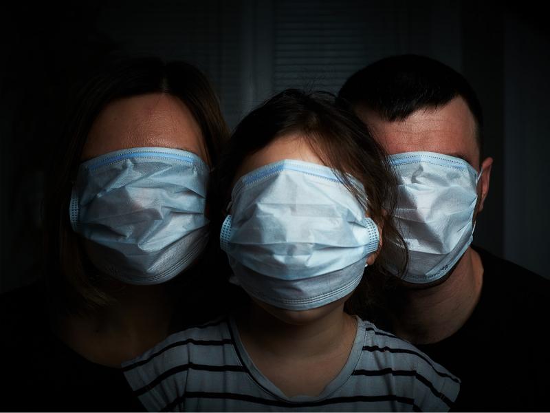 """""""Qo'rqinchli ta'til"""": Insoniyatni dahshatga solgan pandemiya bir yoshga to'ldi"""