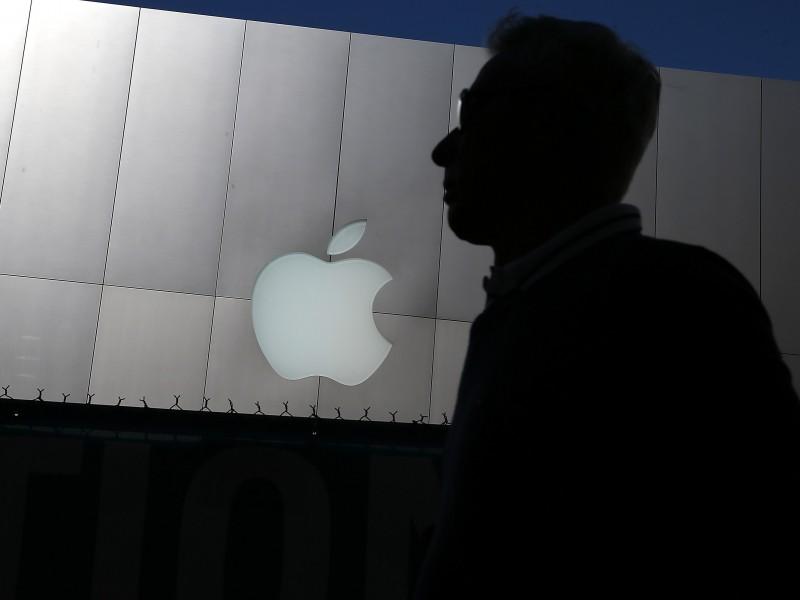 Titanlar jangi: Apple Facebook dasturini o'chirib yuborish bilan tahdid qildi