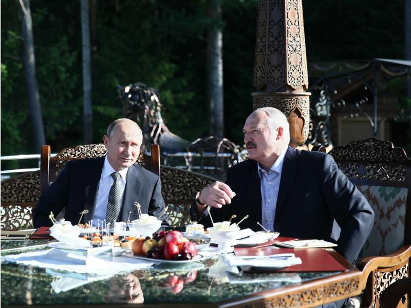 """Lukashenko """"katta og'asi""""bilan nimalarga kelishib oldi?"""