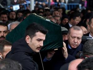 Эрдўған Истанбул фожиаси қурбонлари жанозасида қатнашди
