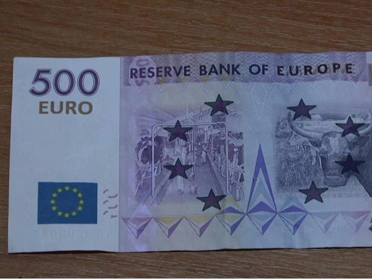 29 минг евро қалбаки пулни банкда айрибошламоқчи бўлган шахс ушланди