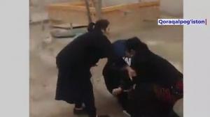 Видео: Аёл МИБ ходимини калтаклади