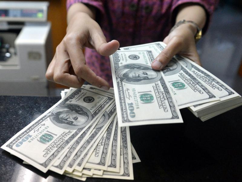 Аҳолининг валюта сотиб олиши 3 баробар кўпайди