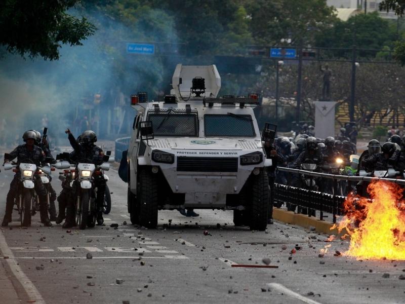 Венесуэлада ҳарбийлар Ҳукуматни ағдаришга уриняпти