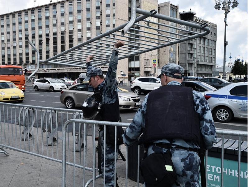 Москва эртанги намойишларга тайёргарлик кўрмоқда