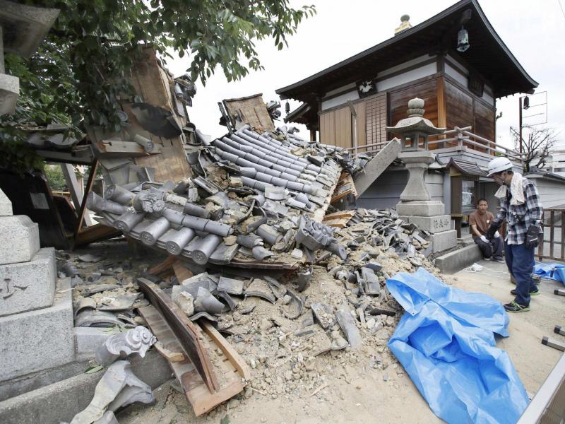 Видео: Японияда кучли зилзила юз берди. Мамлакатга цунами хавф соляпти