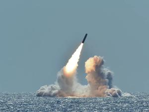 АҚШ ядровий қувват ташувчи баллистик ракетани синаб кўрди