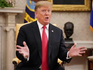 Трамп Эронга қарши форсчада даҳанаки жанг бошлади