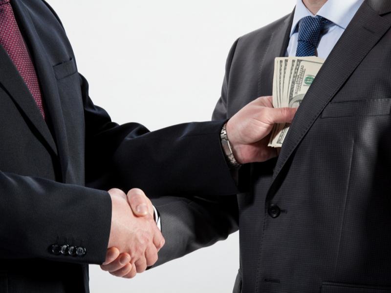 Косонда мактаб директори 800 доллар пора билан ушланди