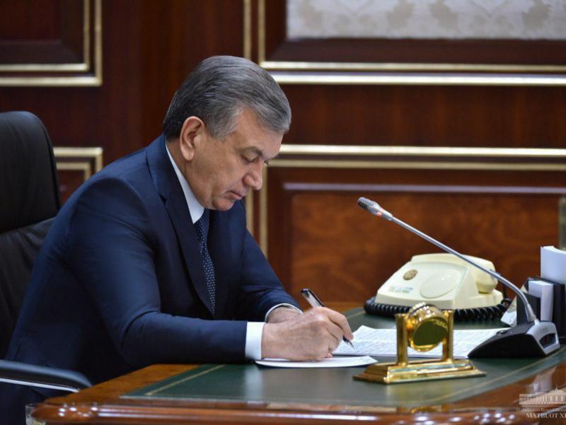 """Президент """"Таълим тўғрисида""""ги қонунни имзолади"""