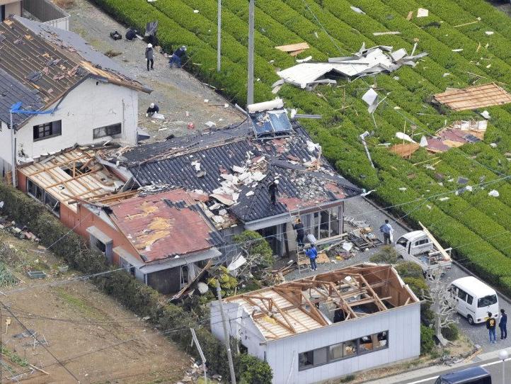 Японияга кучли торнадо ёпирилди (фото)