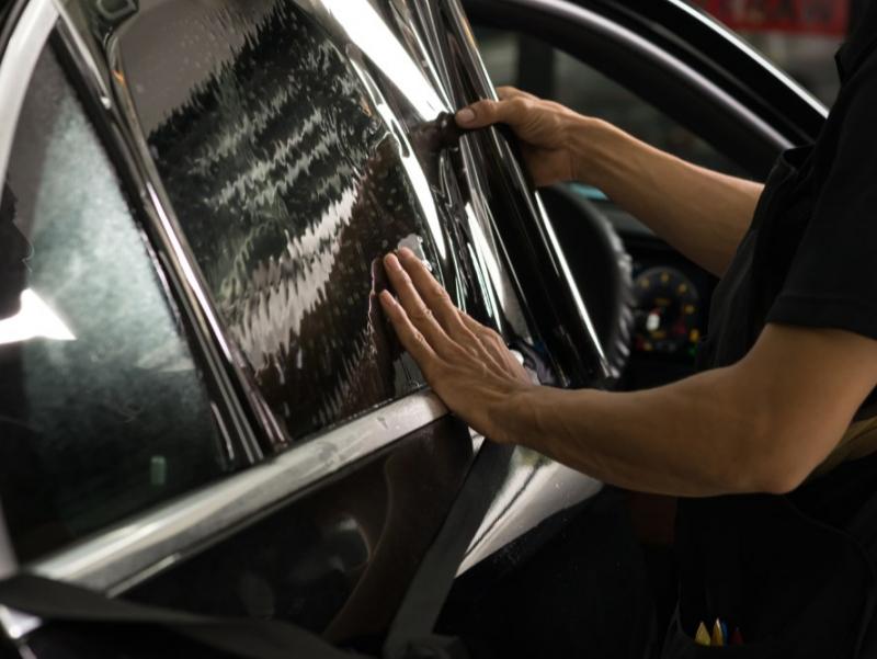 Ойналарни қорайтиришга рухсат берилган автотранспорт тоифалари кенгайтирилди