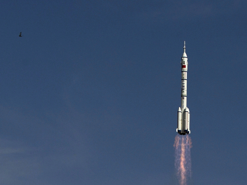 Xitoy o'z kosmik stansiyasiga ilk bor astronavtlarni jo'natdi