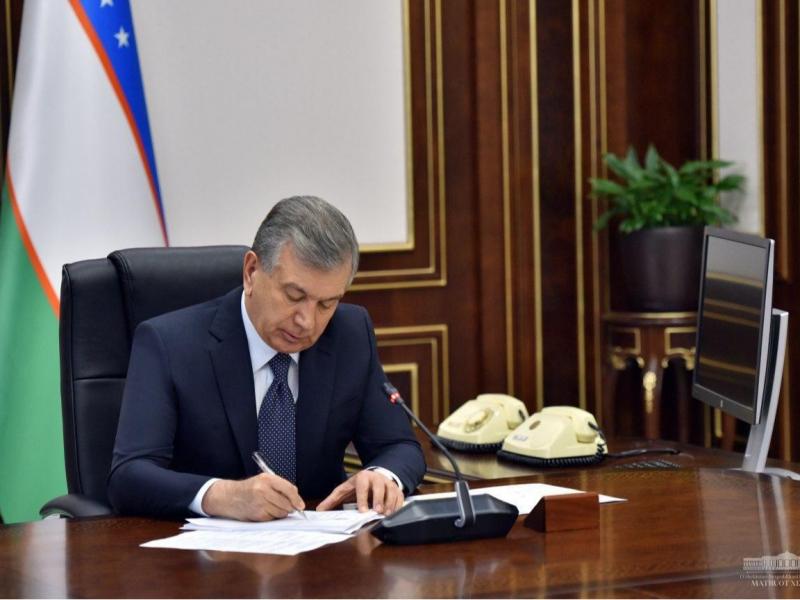 """Президент """"Судлар тўғрисида""""ги қонунни имзолади"""