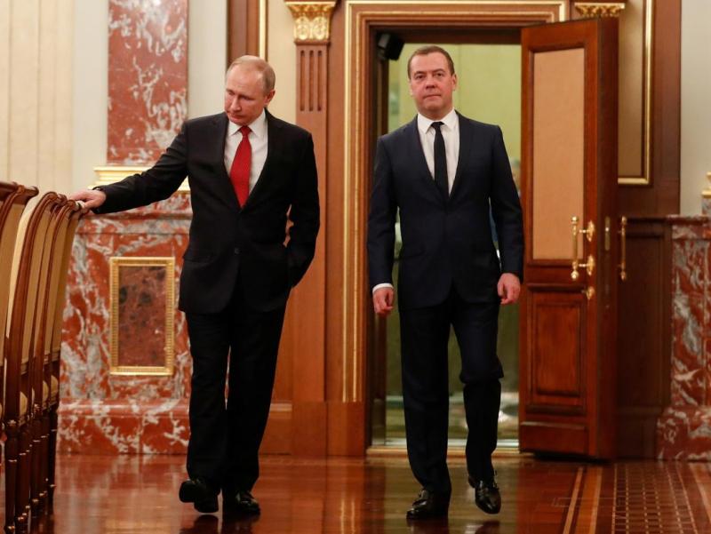 Путин Медведевни нега истеъфога чиқаргани маълум бўлди