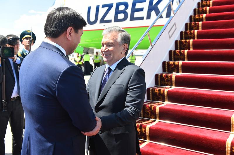 Фото: Шавкат Мирзиёевни Бишкекда Қирғизистон Бош вазири кутиб олди