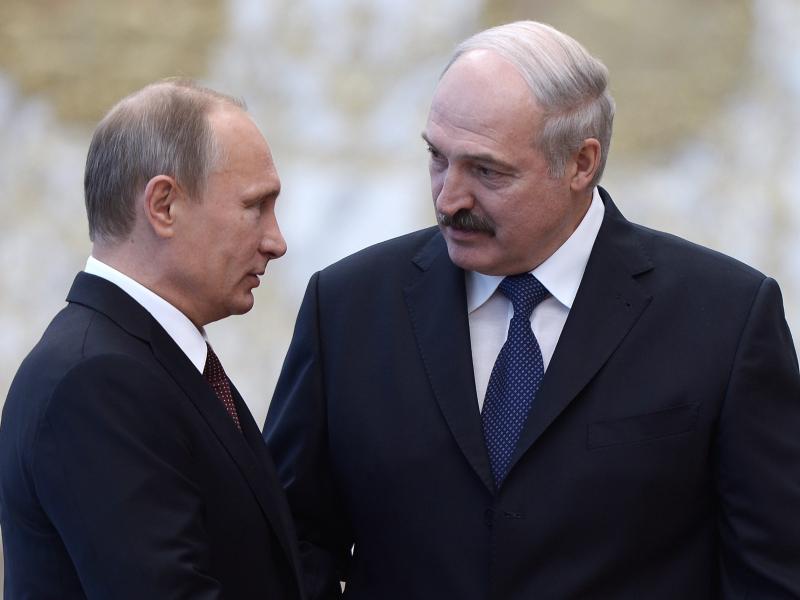 """Bloomberg"": Лукашенконинг атрофидагилар Кремль билан қочиш ҳақида гаплашган"