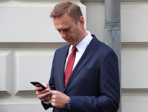 Navalniy o'zini zaharlashda gumonlanganlardan biri bilan bog'landi