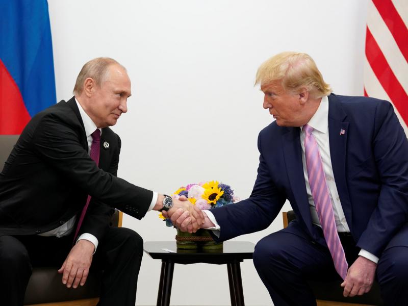 """Байден Трамп ва Путин мулоқотидаги """"сирларни"""" очиши мумкин"""
