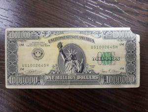 1 000 000 АҚШ доллари банкнотасини сотмоқчи бўлган фирибгар ушланди
