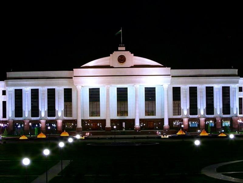Senat prokuratura xodimining QALAMPIR.UZ jurnalistiga tahdid qilganiga munosabat bildirdi
