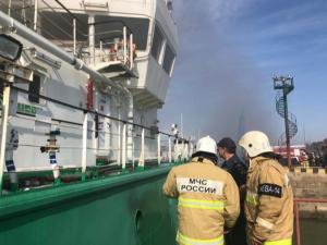 Махачқалъада нефть танкери портлади