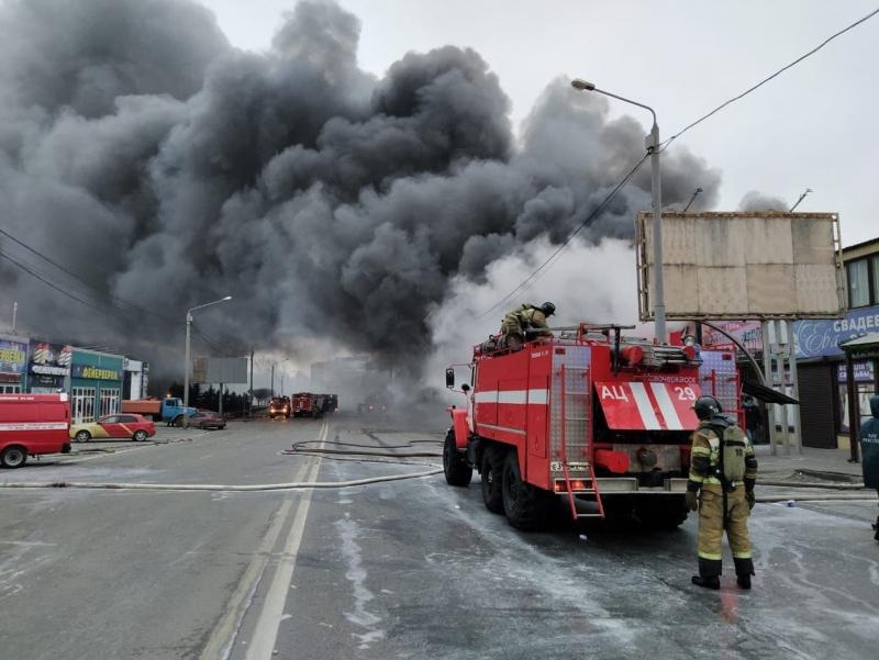 Ростов-Дондаги бозорда пиротехника воситалари павильони портлаб кетди (видео)