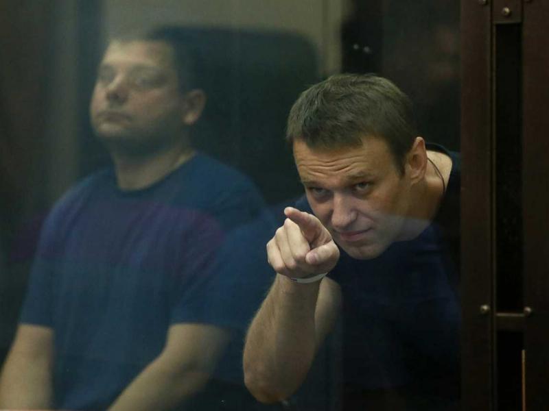 Navalniy unga Qur'on kitobini berishmagani uchun sudga murojaat qildi