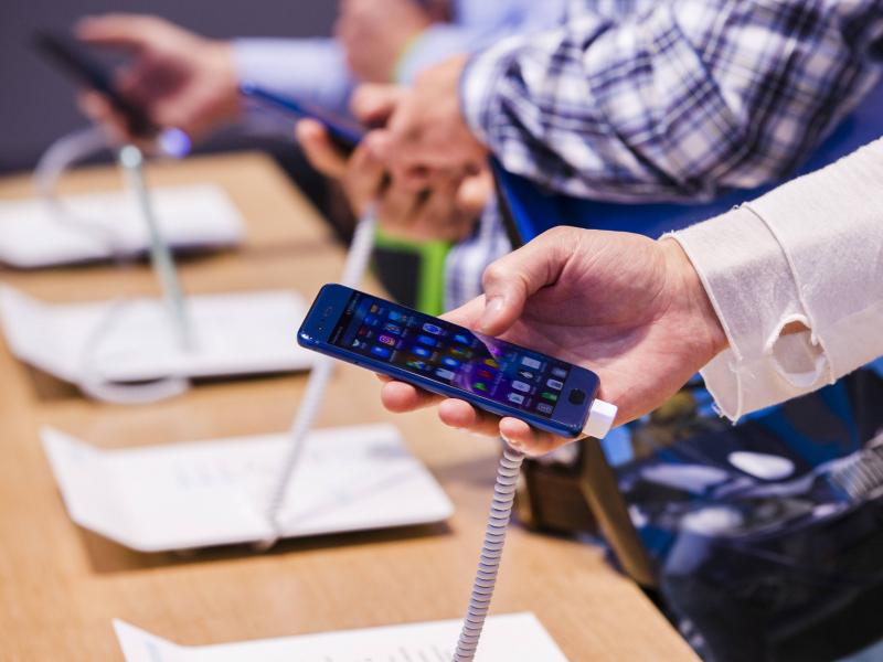 Ўзбекистон 4 ойда хориждан қанча мобил телефон импорт қилгани очиқланди