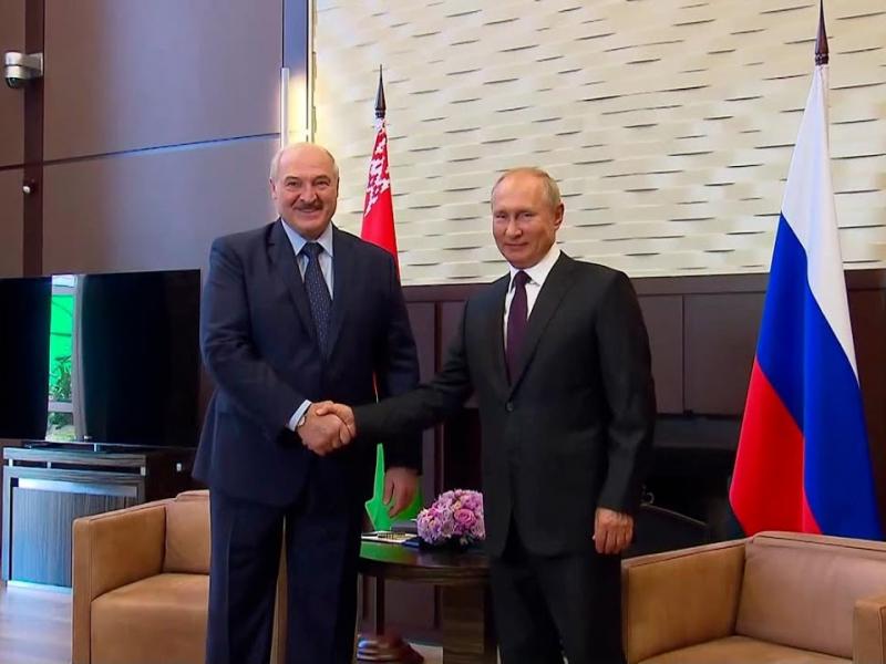"""Лукашенко: """"Биз катта акамиз билан яқинроқ бўлишимиз керак"""""""