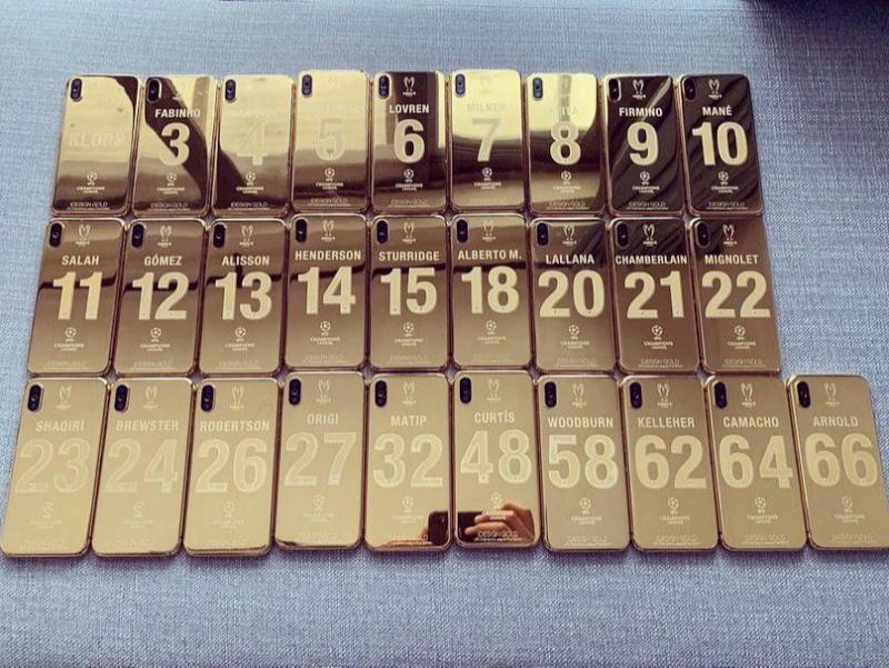 ЕЧЛ чемпионларига олтин iPhone тарқатилди (фотогалерея)