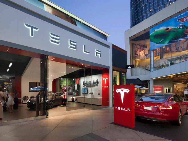 "Tesla Facebook'ni ""quvib o'tdi"""
