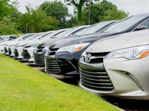 Toyota бутун дунёдан автомобилларини чақириб олмоқда