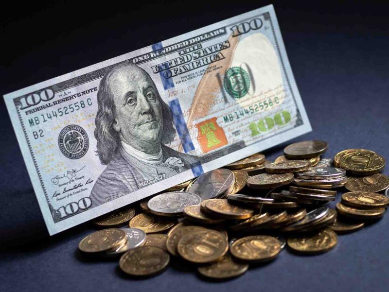 Доллар курси етти кунлик ўсишдан кейин пасайди