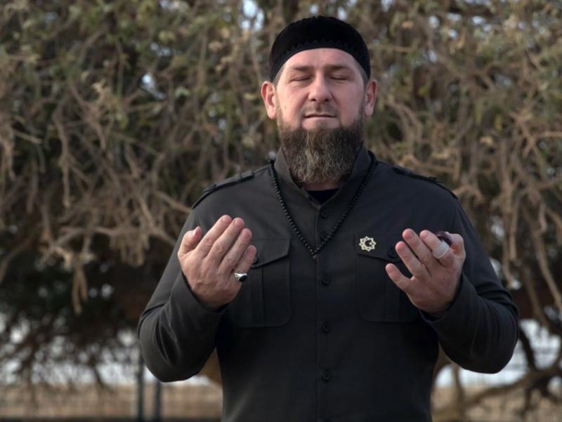 """""""Bu islomofob Qur'ondan siyosiy maqsadda foydalanmoqchi"""". Qodirov Navalniyni tanqid qildi"""