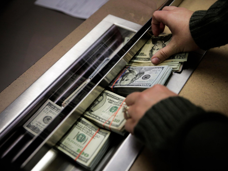 Аҳолининг валюта сотиб олиши 3 баравар кўпайди – МБ