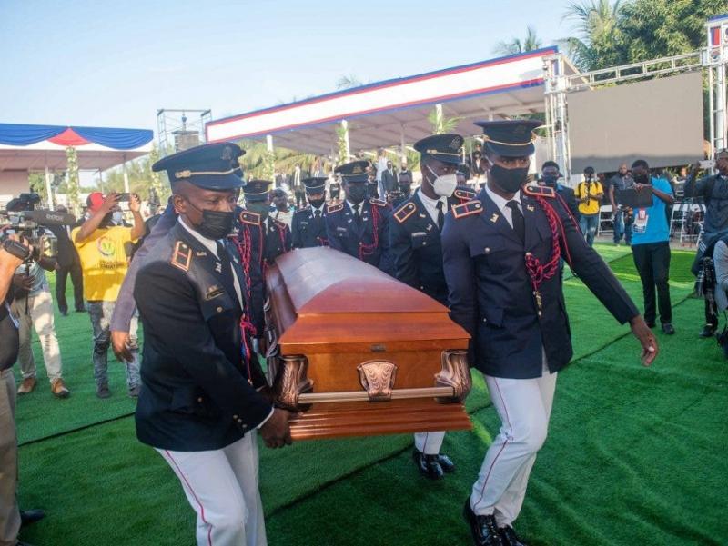 Гаити Президенти охирги йўлга кузатилди. Маросимда тартибсизликлар юзага келди(фото)