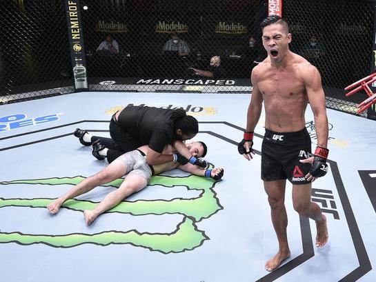 UFC. Ўзбекистонлик жангчи қақшатгич нокаутга учради (видео)