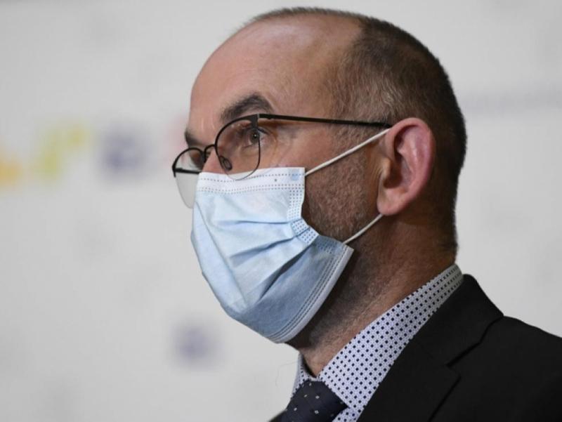 Россия вакцинасини сотиб олишни рад этган вазир ишдан бўшатилди