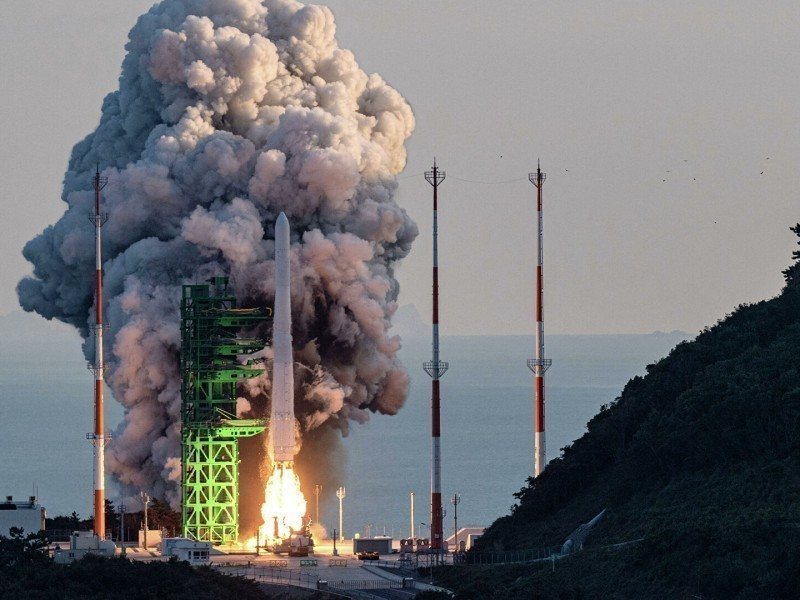 Janubiy Koreya birinchi raketa tashuvchisini uchirdi (video)