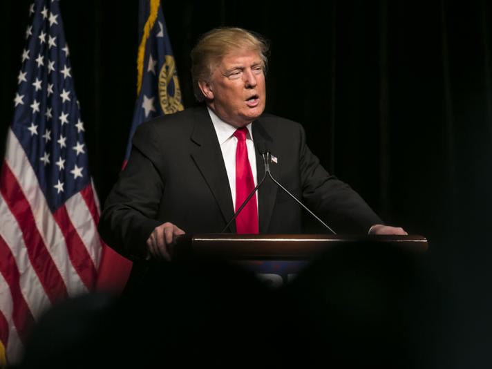 Трамп хорижликларга ишчи виза беришни тўхтатиш ҳақида фармон чиқарди