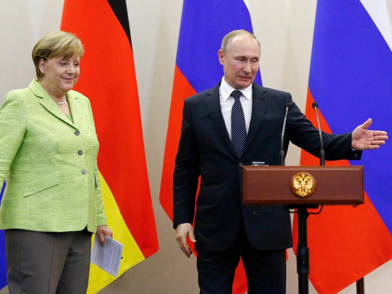 Merkel ketyapti. Putin uni sog'inishini aytdi