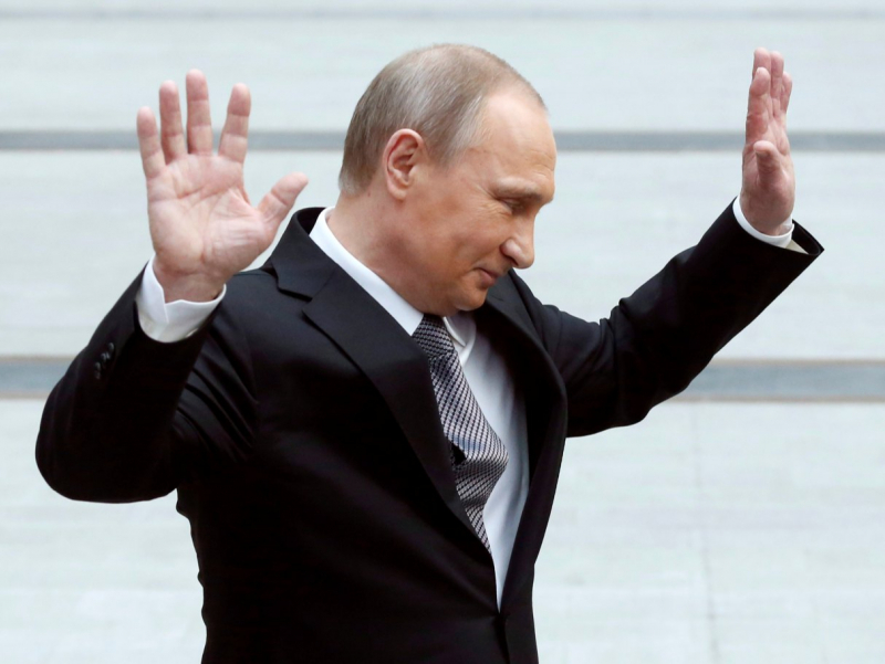 Путин қўл бериб саломлашишни тўхтатди