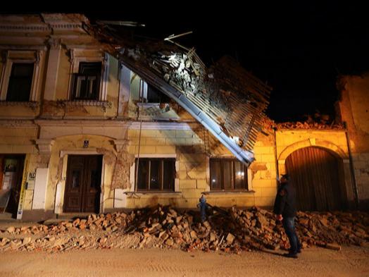 Фоторепортаж: Хорватияда 6,2 балли зилзила содир бўлди